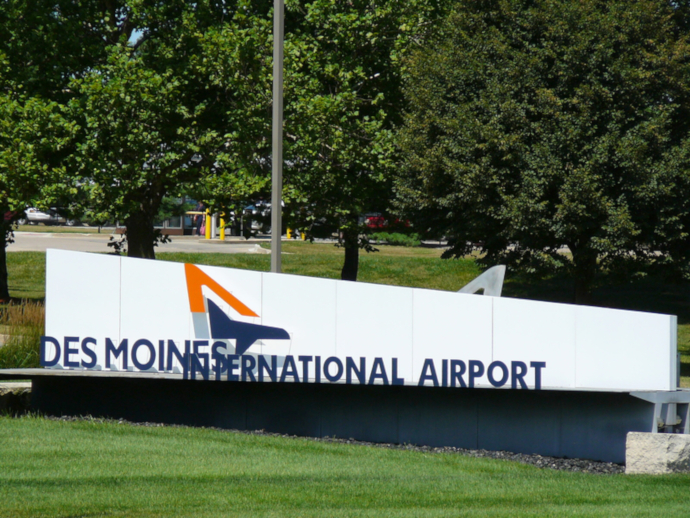 Des Moines International Airport counts with two runways.